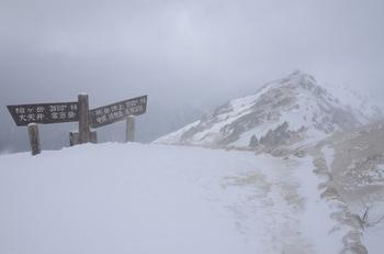 吹雪の燕岳