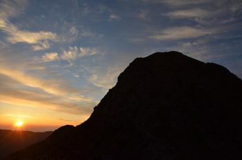 日の出と塩見岳