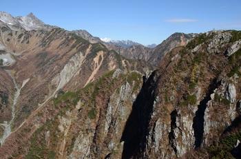 槍ヶ岳と屏風岩上のケルン