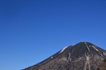 青空と男体山