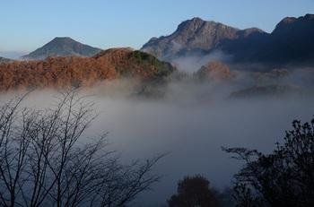 霧景色の奥久慈男体山